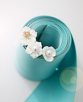1045104 - <ER1179_S> [品切れ間近】【银针]サンシャイン花螺鈿ピアス